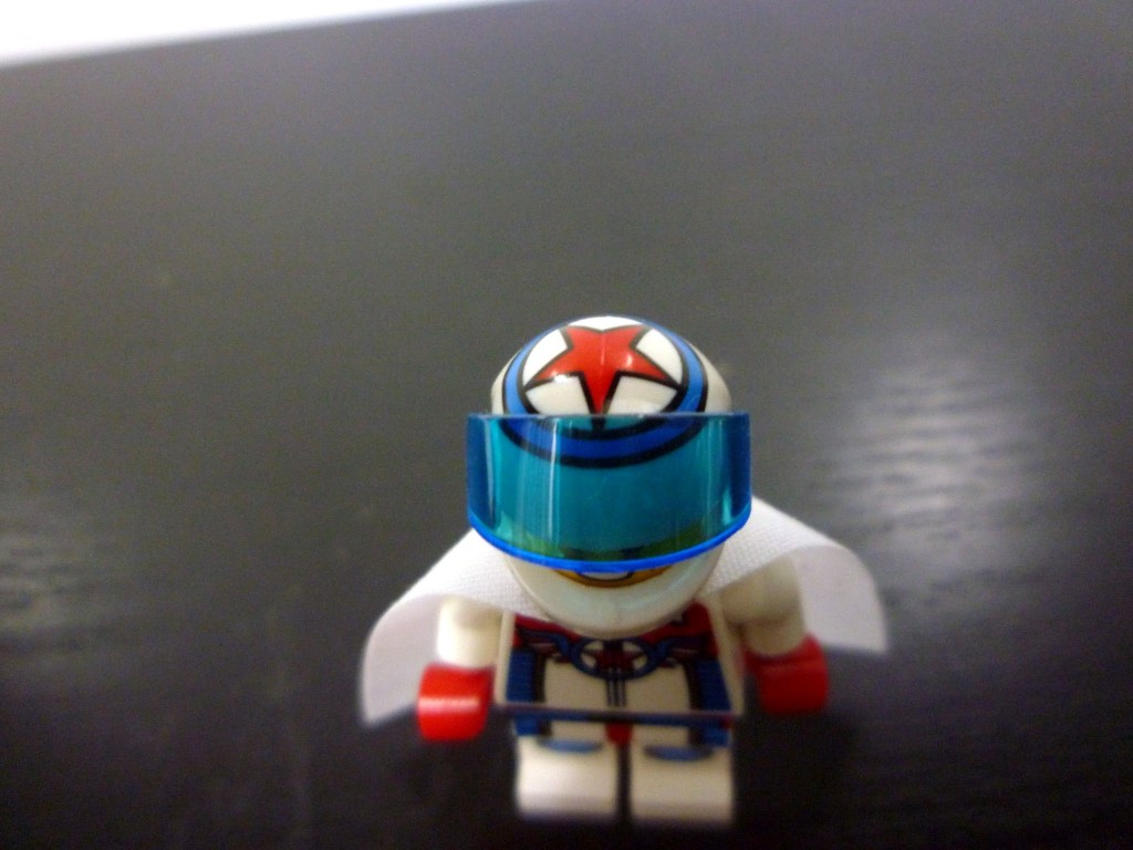 lego-minifigures-series-7-daredevil-helmet