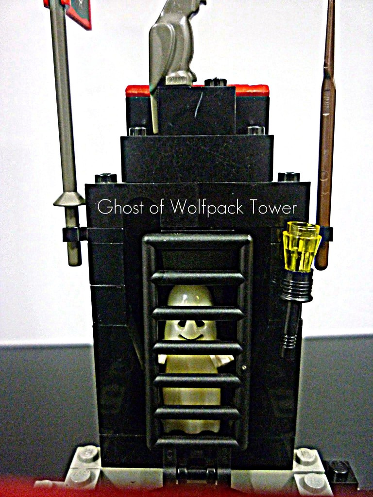 lego-wolfpack-tower-11