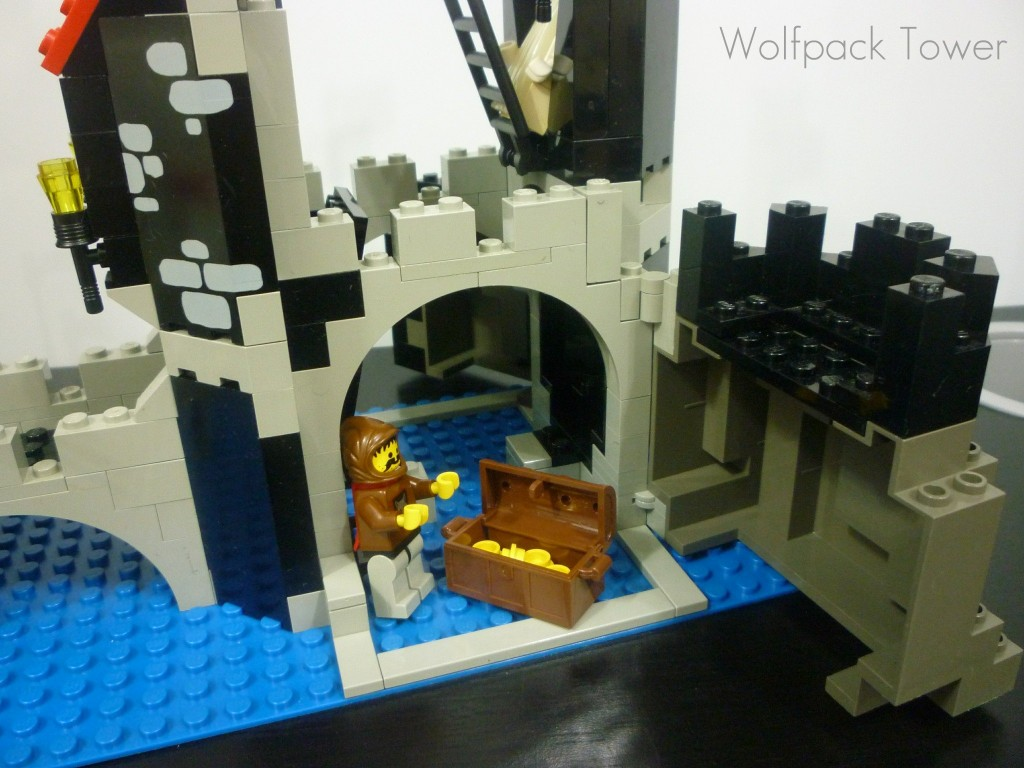 lego-wolfpack-tower-21