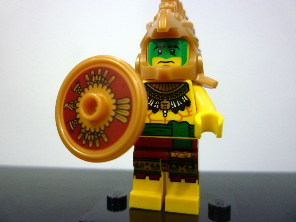 lego-minifigures-series-7-aztec-warrior-closeup