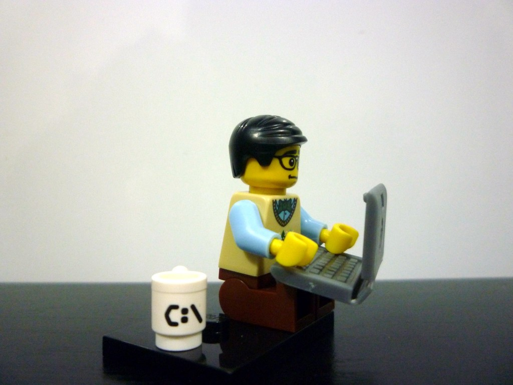 lego-minifigures-series-7-computer-programmer-at-work