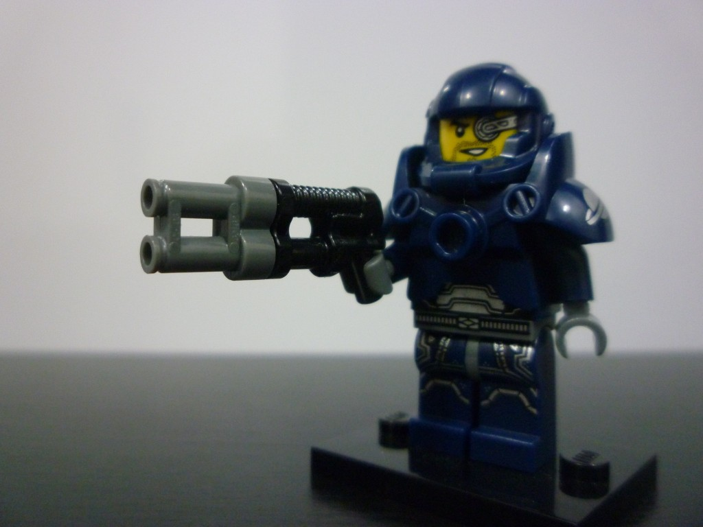 lego-minifigures-series-7-galaxy-patrol-with-upgraded-blaster