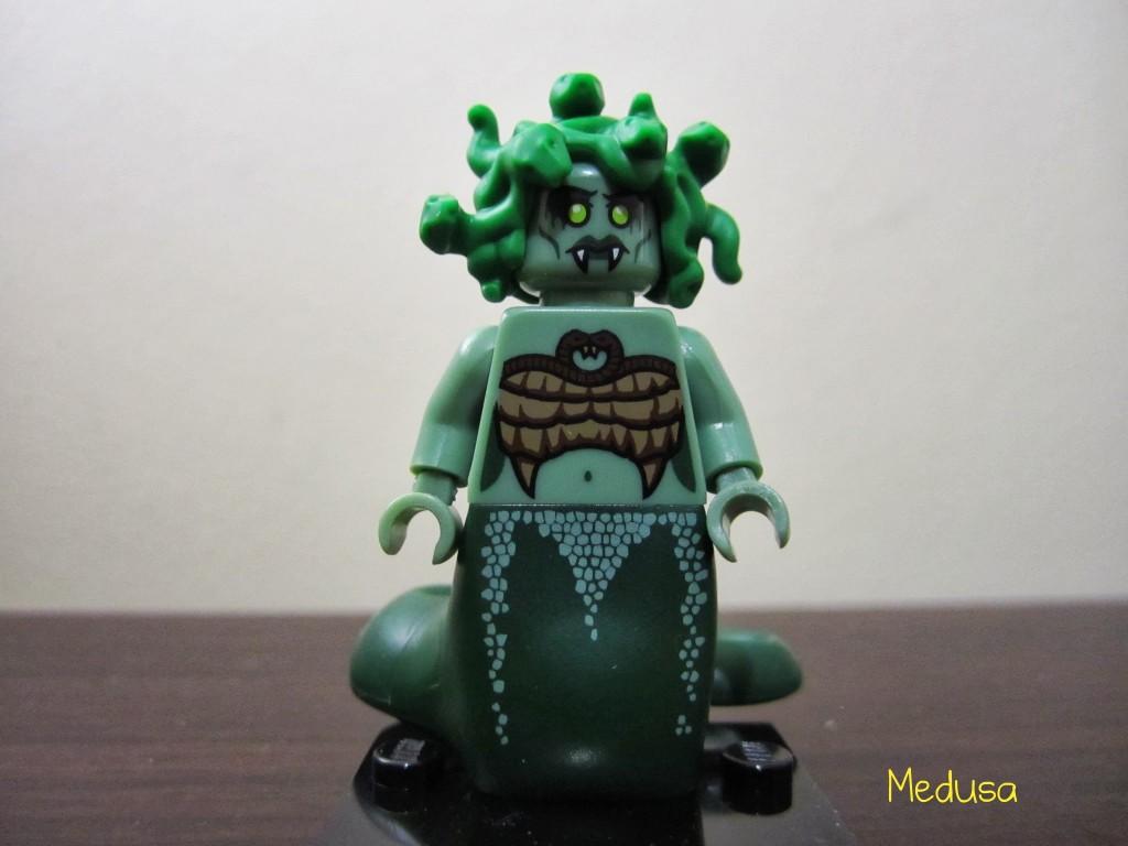 lego-minifigures-medusa