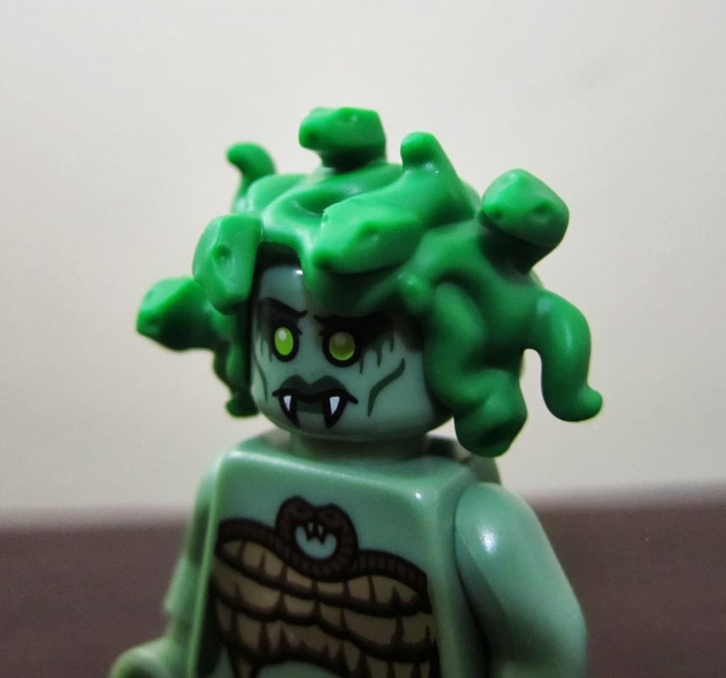 lego-minifigures-medusa-hair