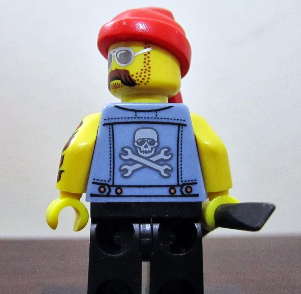 lego-minifigures-motorcycle-mechanic-back