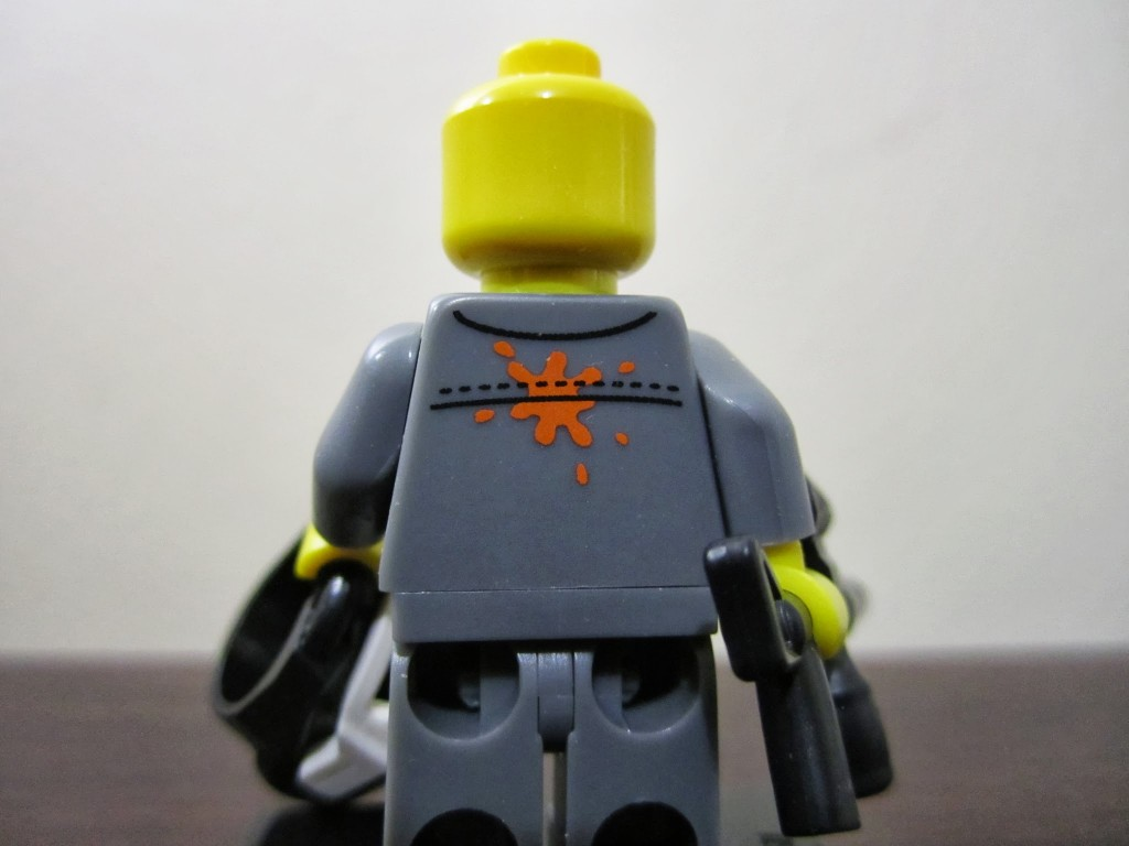 lego-minifigures-paintball-player-back