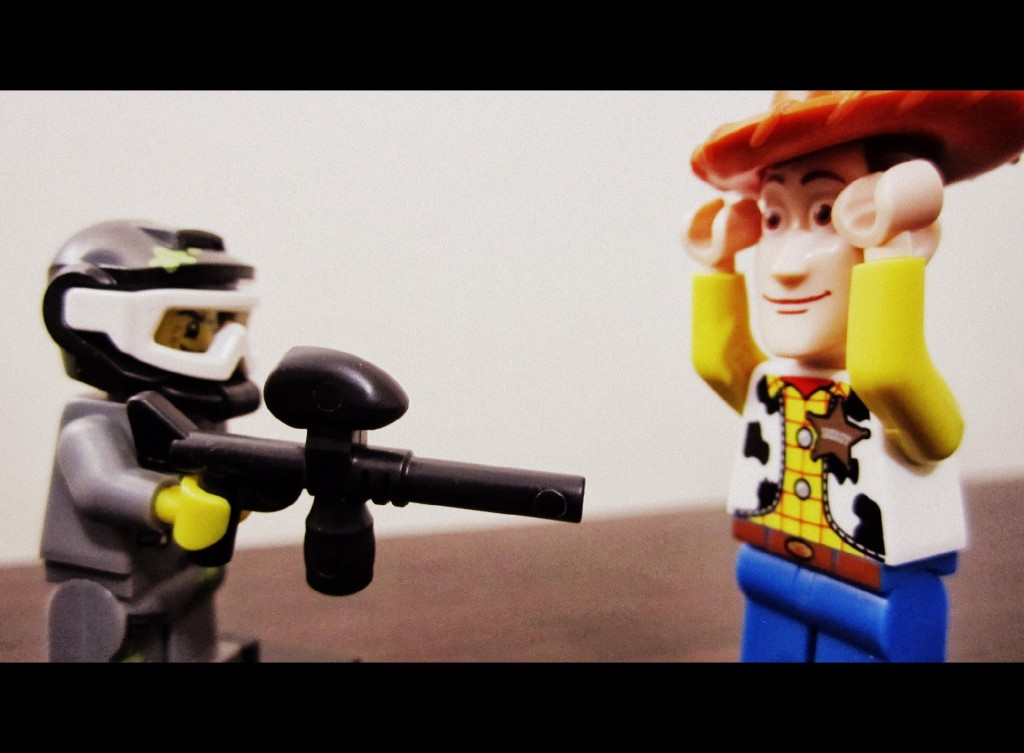 lego-minifigures-paintball-player-vs-woody