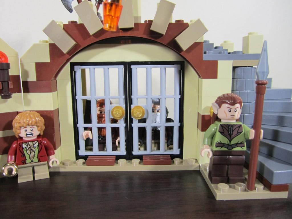 lego-79004-barrel-escape-17