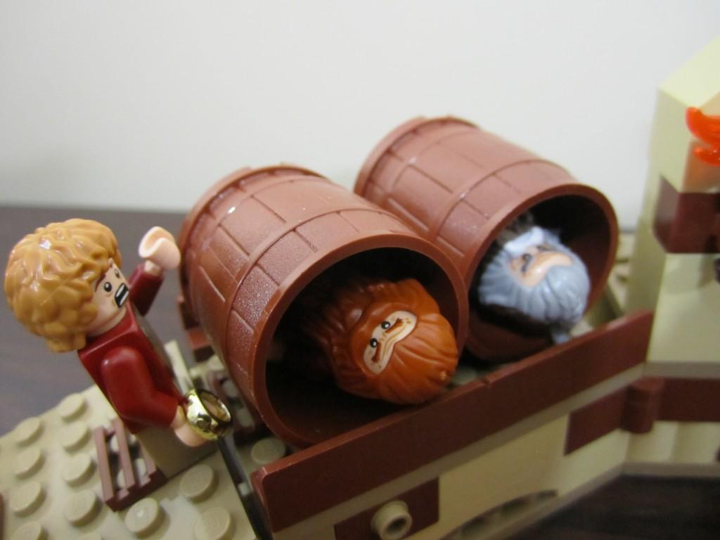 lego-79004-barrel-escape-22