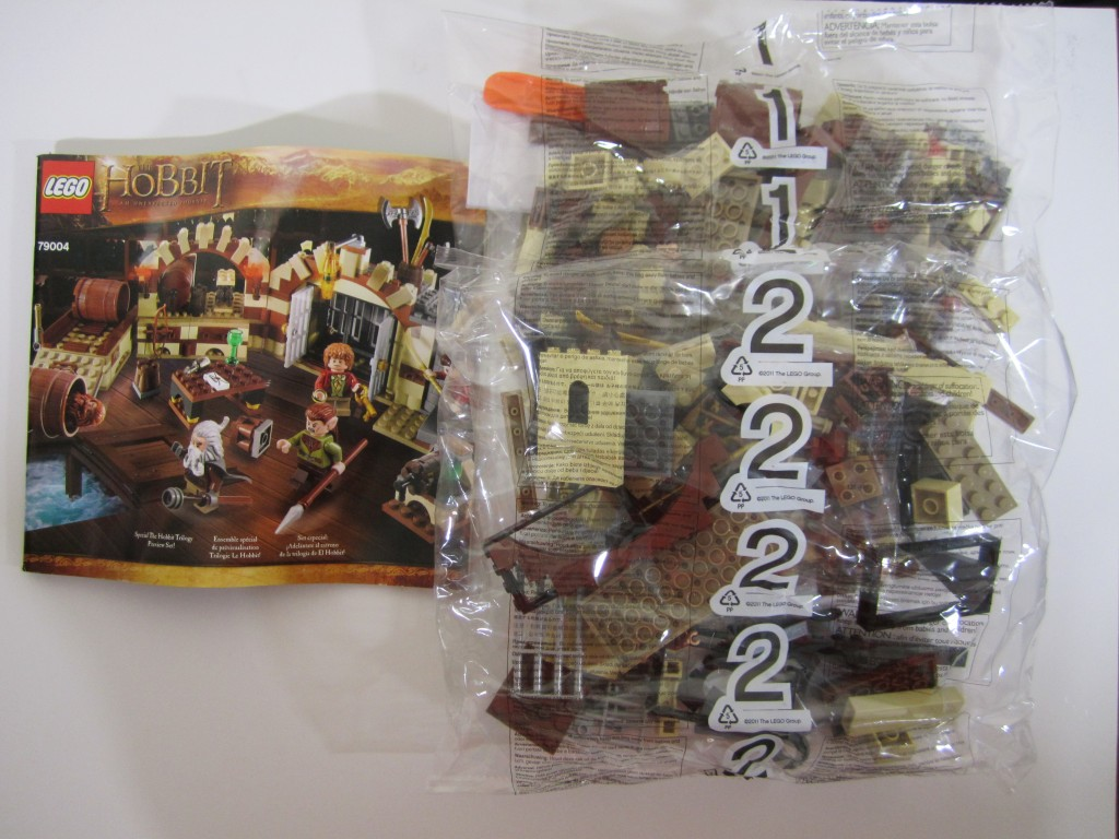 lego-79004-barrel-escape-4