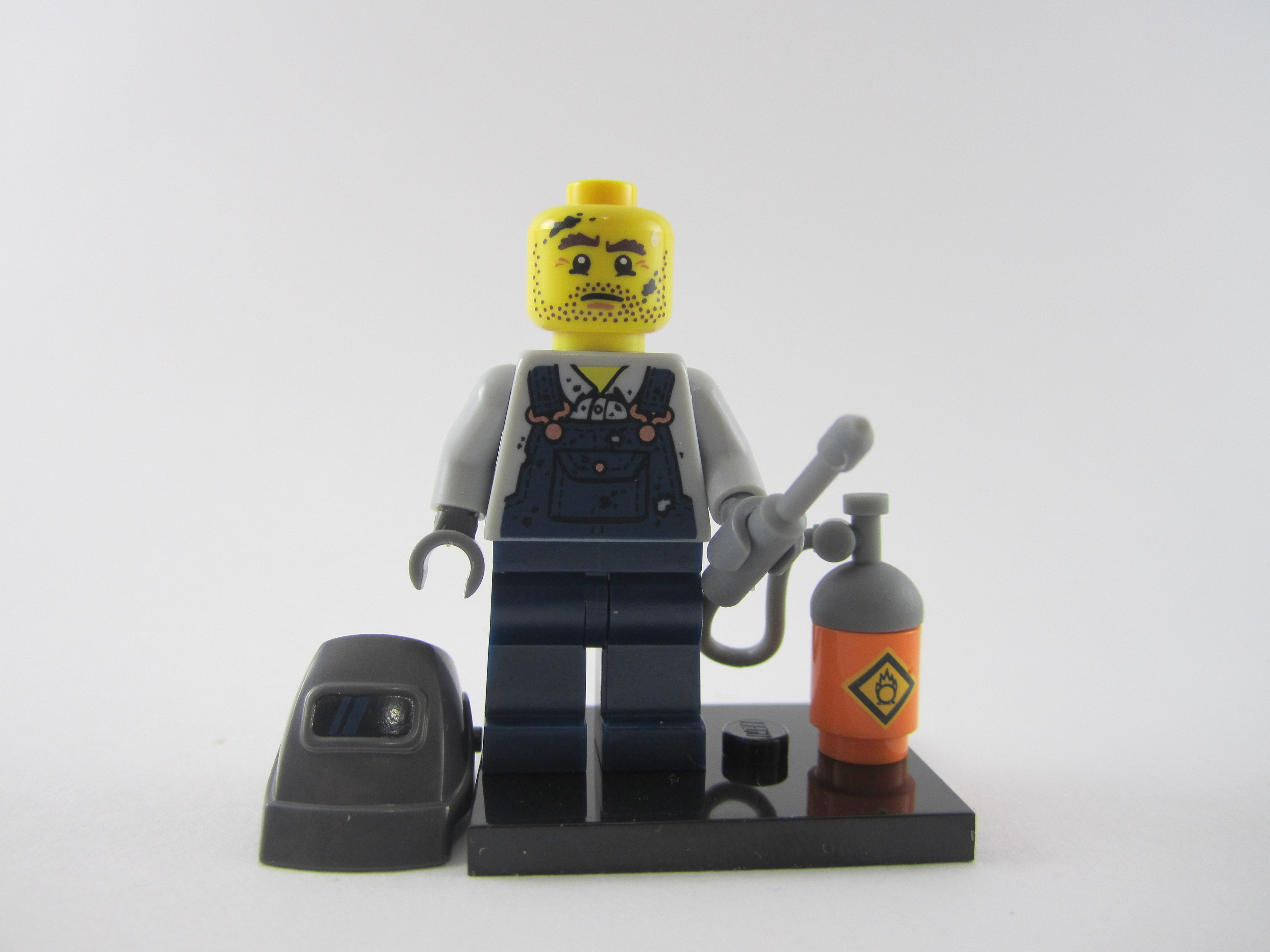 LEGO-MINIFIGURES SERIES 11 X 1 HEAD  FOR THE WELDER FROM  SERIES 11 PARTS