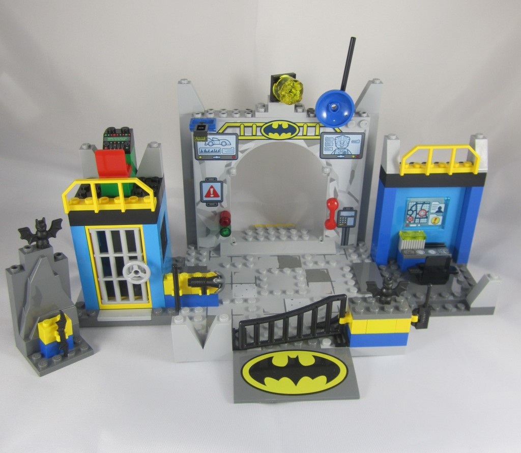 LEGO 10672 Juniors Batman Defend The Batcave (11)