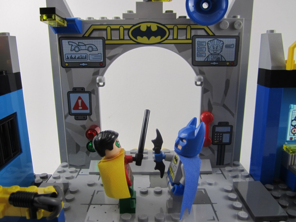 LEGO 10672 Juniors Batman Defend The Batcave (13)