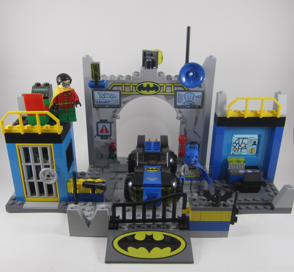 LEGO Juniors Batcave