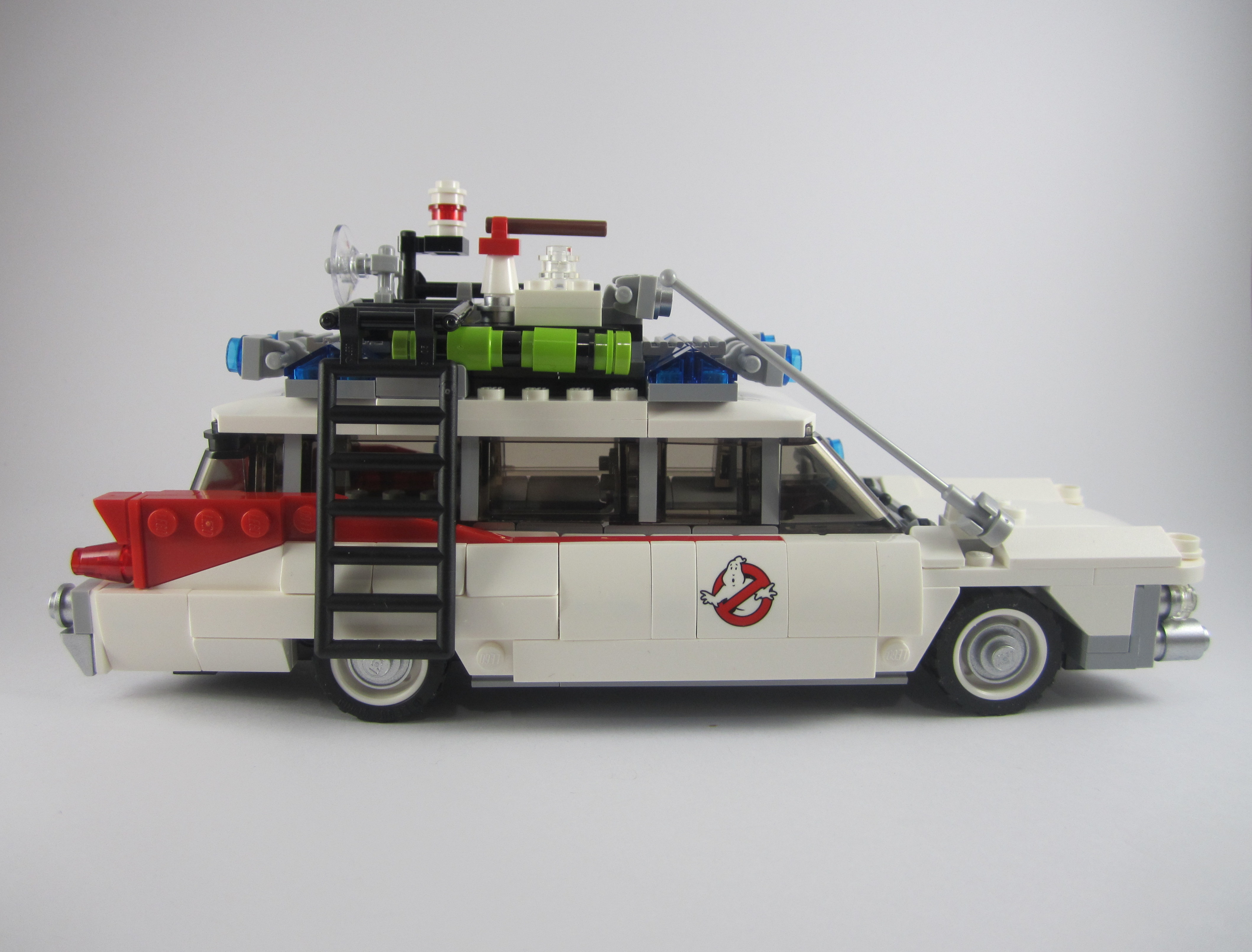 review lego 21108 ghostbusters ecto 1. Black Bedroom Furniture Sets. Home Design Ideas