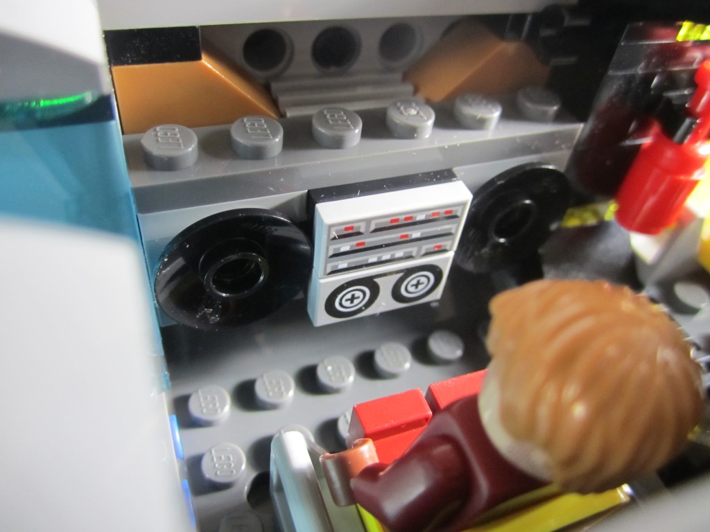 LEGO 76021 The Milano Spaceship Rescue Cassette Player (2)