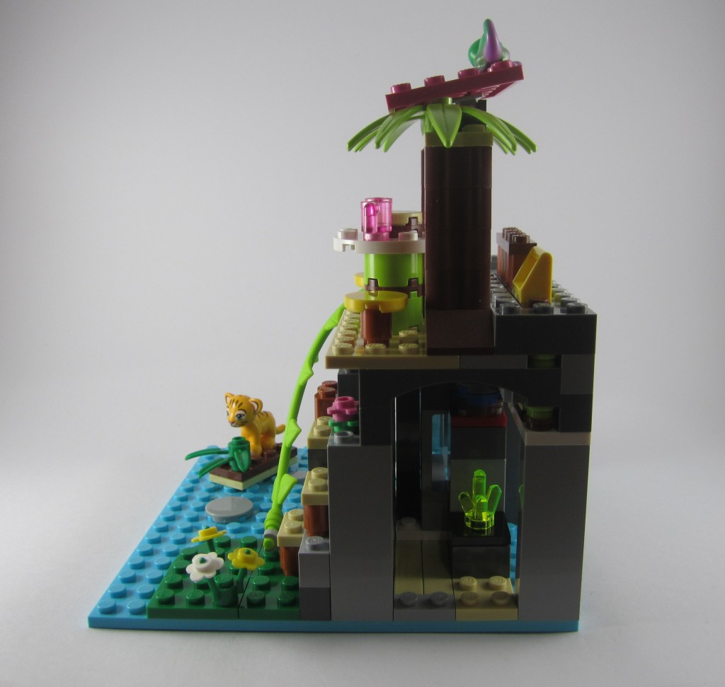 LEGO 41033 Jungle Falls Rescue Side View