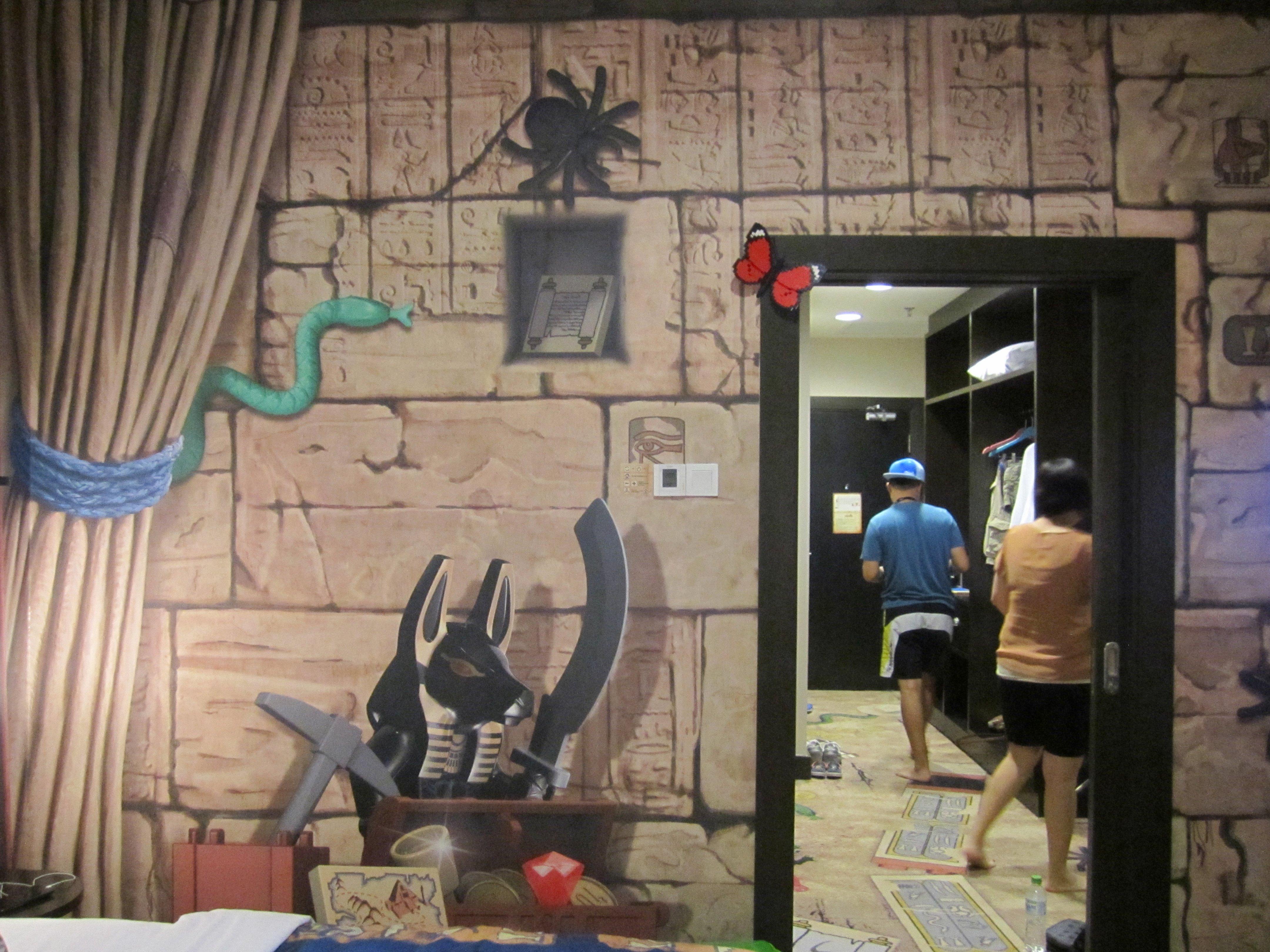 Review legoland malaysia hotel premium adventure themed for Adventure bedroom ideas