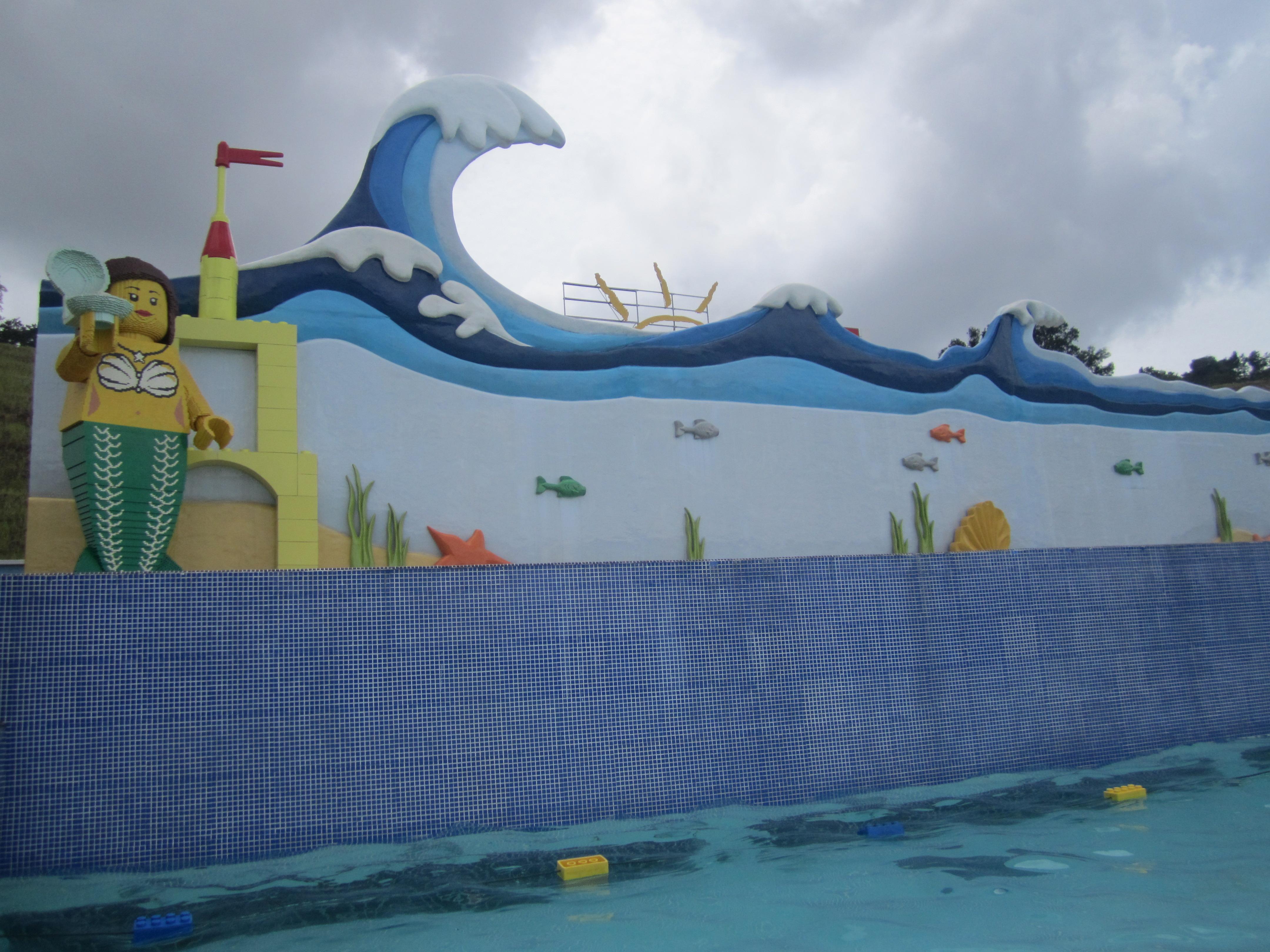 Kolam Renang Intex Center See Through Round Pool 574893 Daftar Swim 57489 Blue Legoland Malaysia Water Park Wave Sculptures