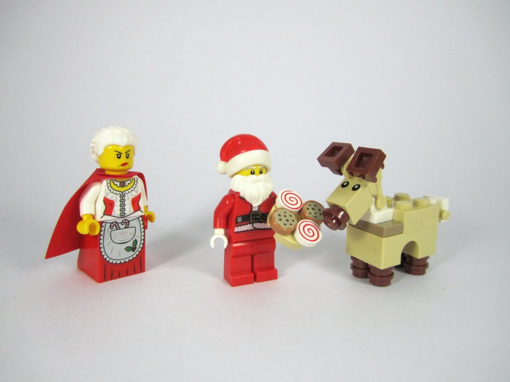 LEGO 10245 Santa's Workshop Feeding Baby Reindeer