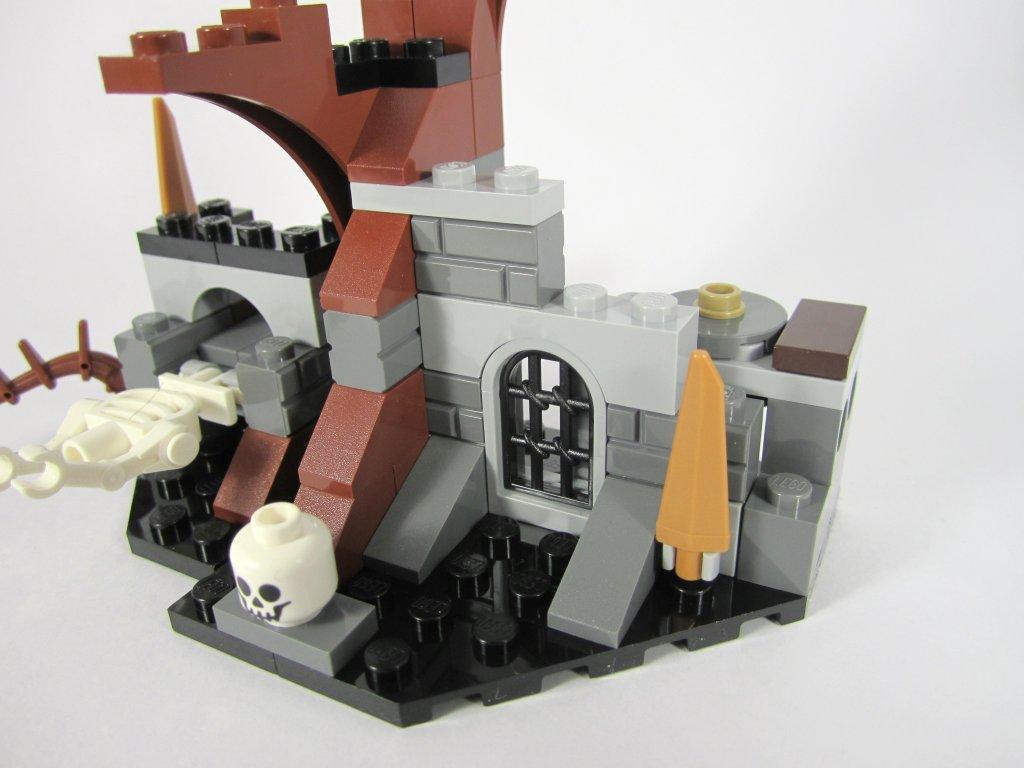 LEGO 79015 Witch King Battle - Alternate Angle