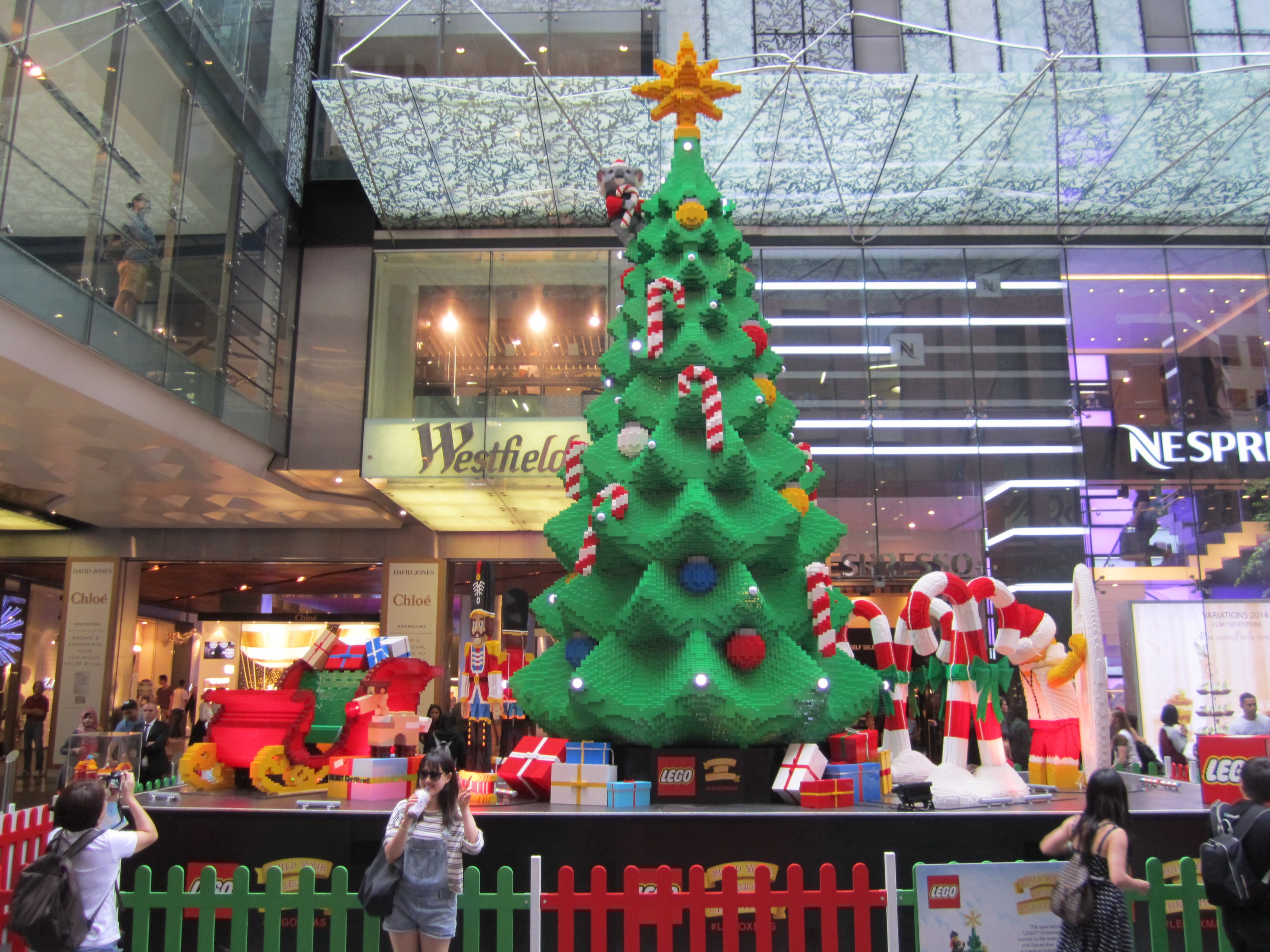 Towering LEGO Christmas Tree comes to Federation Square, Melbourne ...