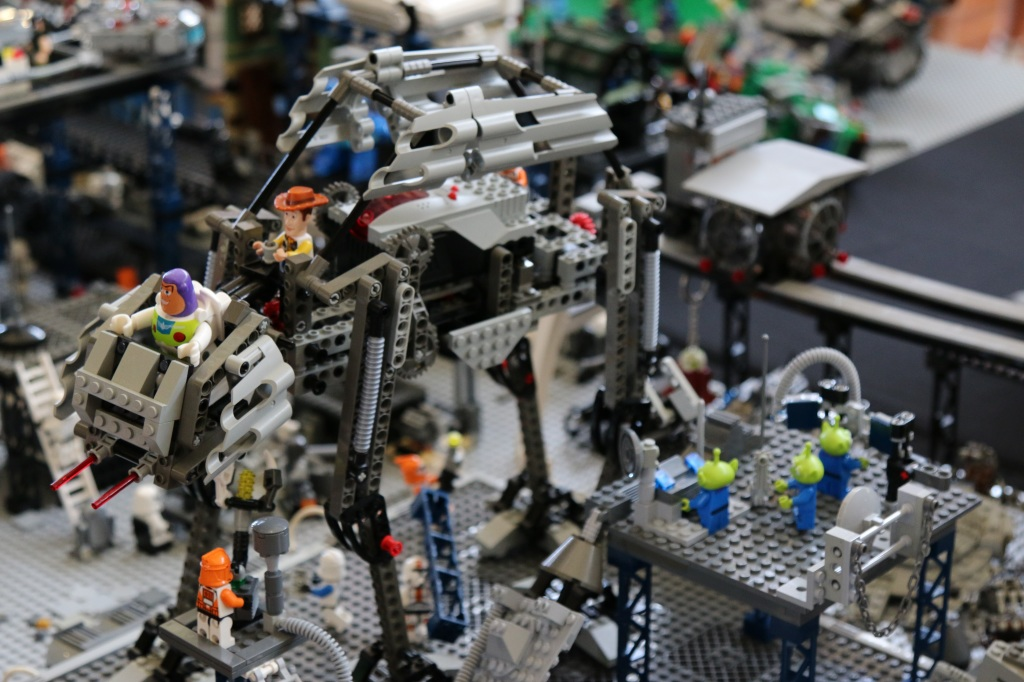Brickvention 2015 - Toy Story riding AT-AT