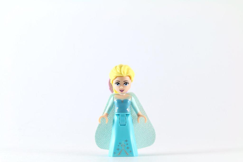 LEGO 41062 Elsa's Sparkling Ice Castle - Elsa Minidoll 2