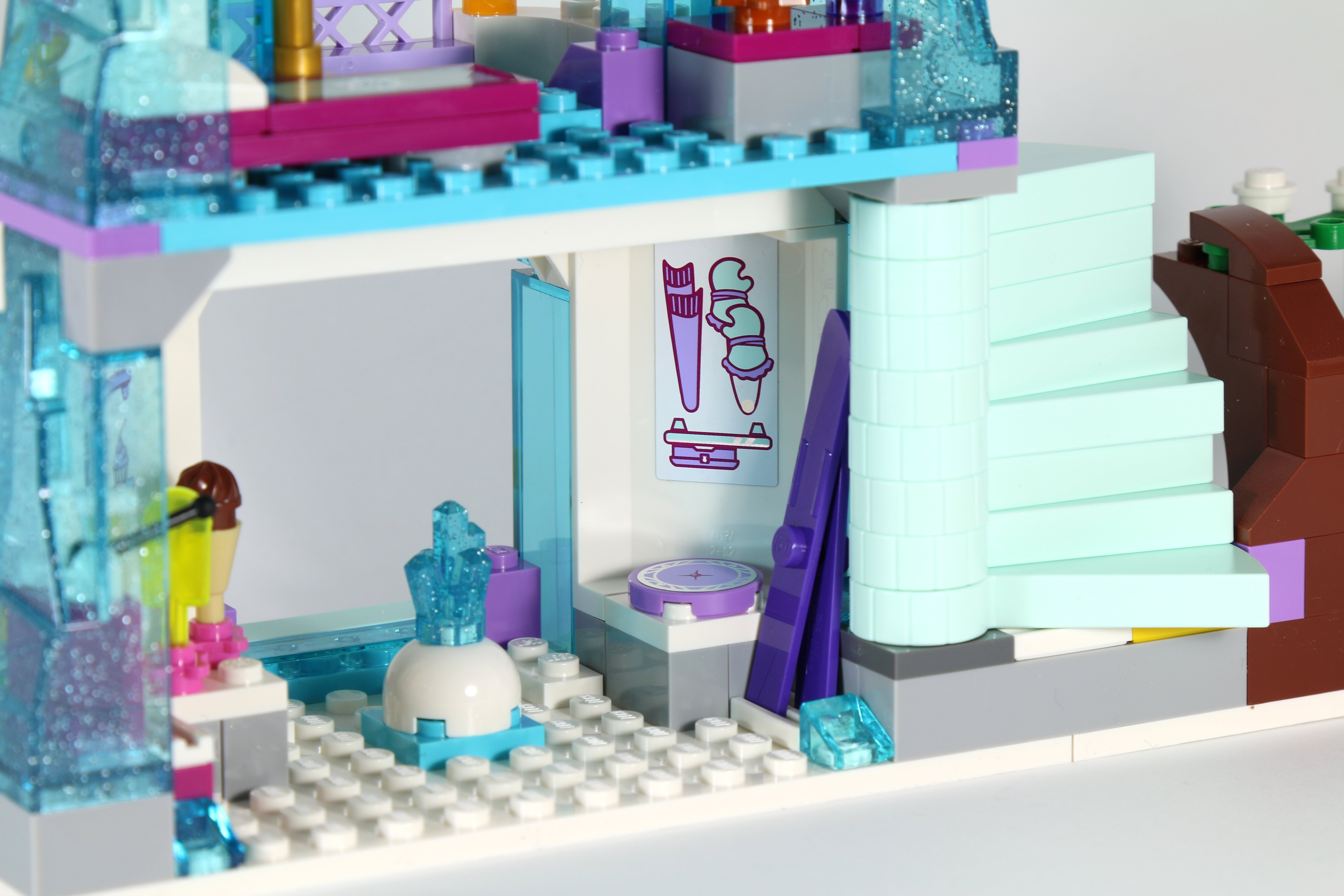 LEGO 41062 Elsa's Sparkling Ice Castle Ski and Mittens