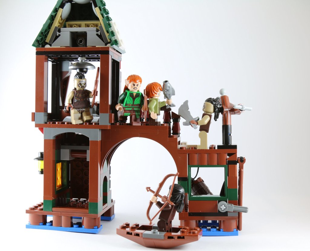LEGO 79016 Attack on Lake-town Action Scene from back