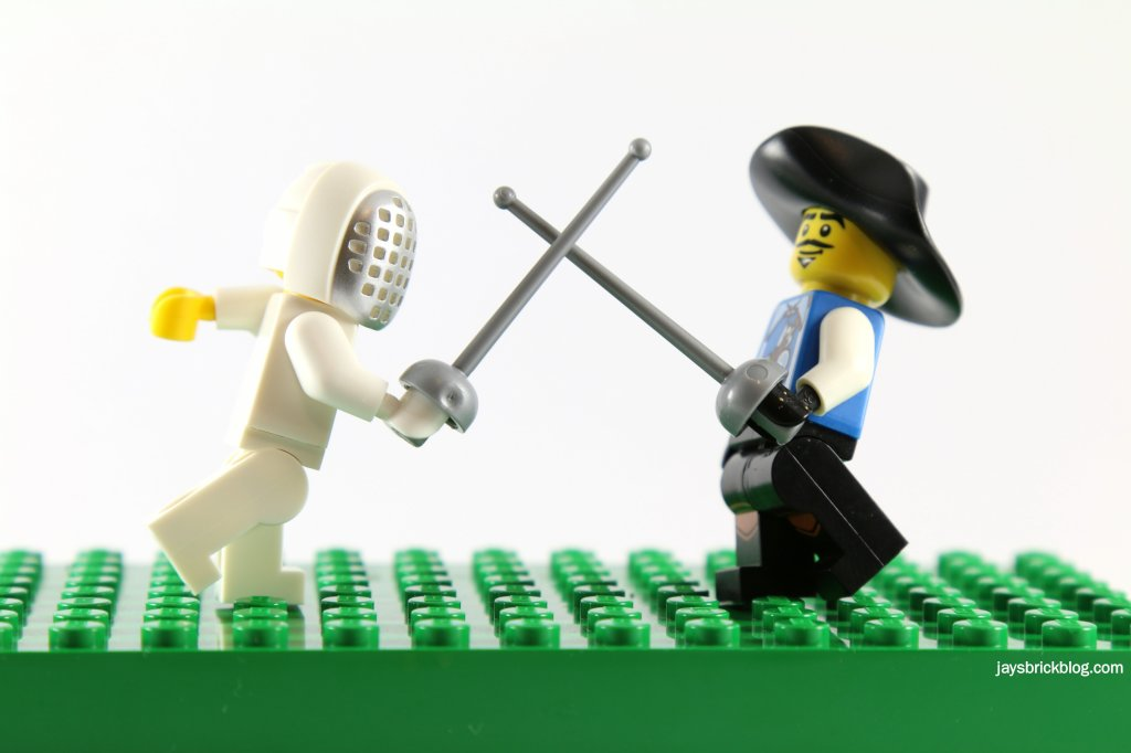 LEGO Minifigures Fencer vs Musketeer