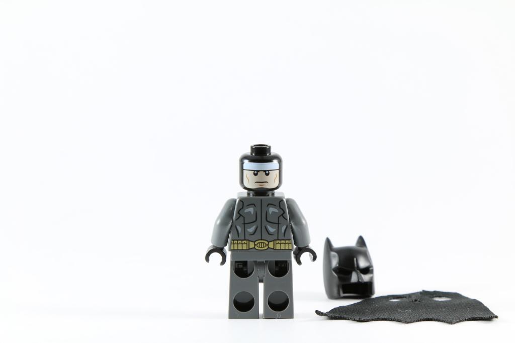 LEGO 76027 - Black Manta Deep Sea Strike - Batman Minifigure Back