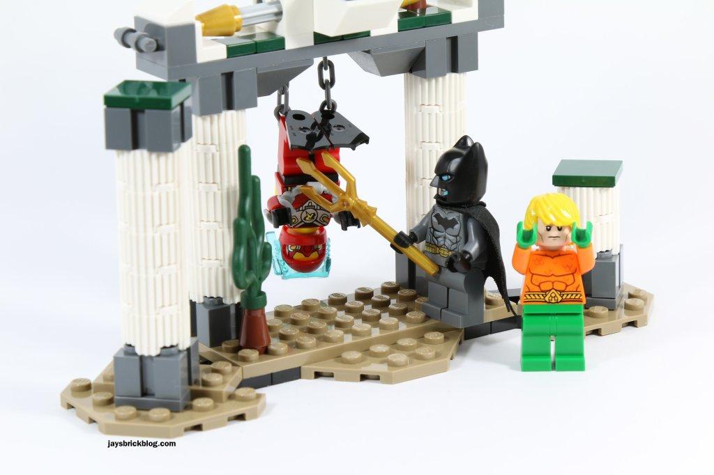 LEGO 76027 - Black Manta Deep Sea Strike - Batman Poking Robin