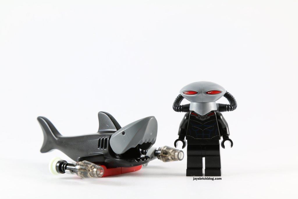LEGO 76027 - Black Manta Deep Sea Strike - Black Manta and Roboshark