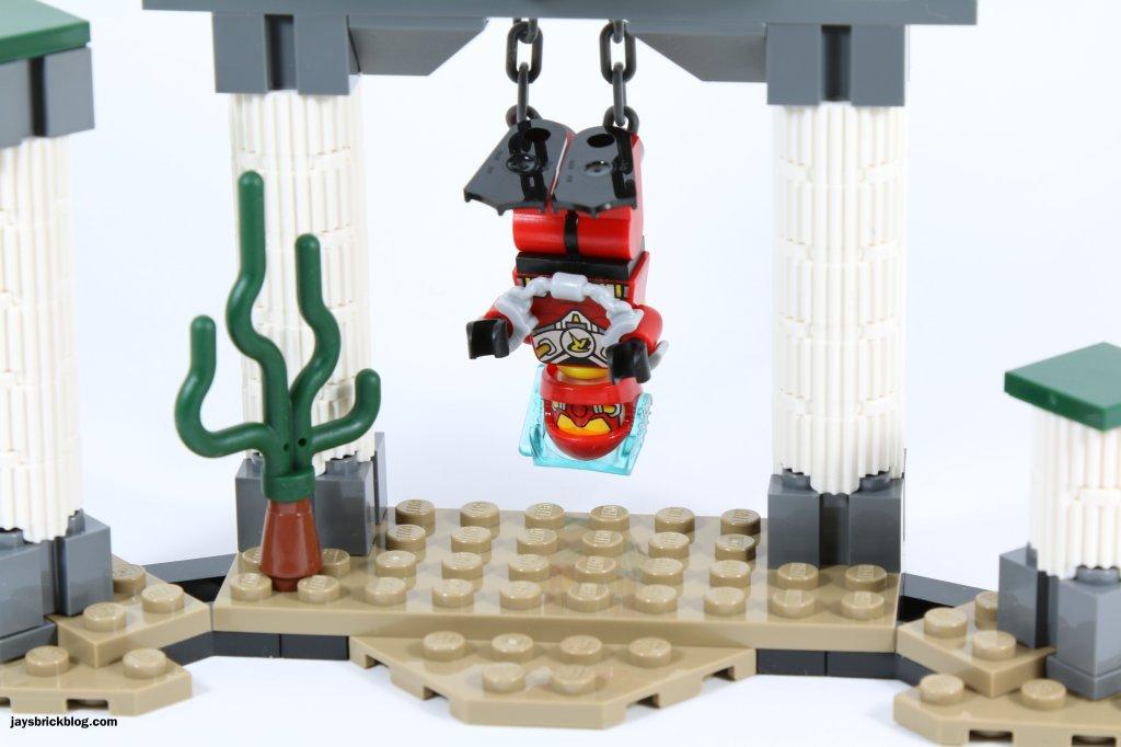 LEGO 76027 - Black Manta Deep Sea Strike - Robin Handcuffed