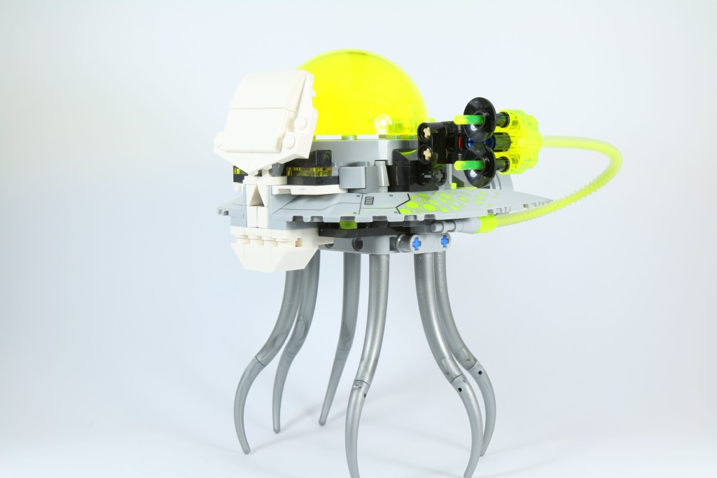 LEGO 76040 Brainiac Attack - Skull Ship Side