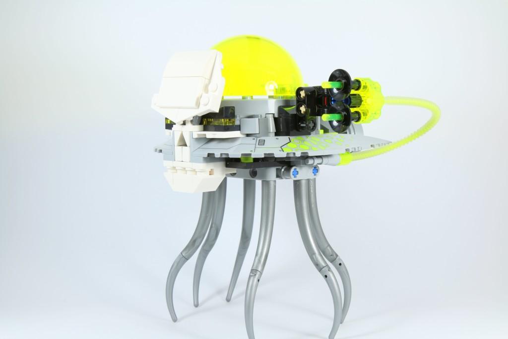 LEGO 76040 Brainiac Attack - Skull Ship Side