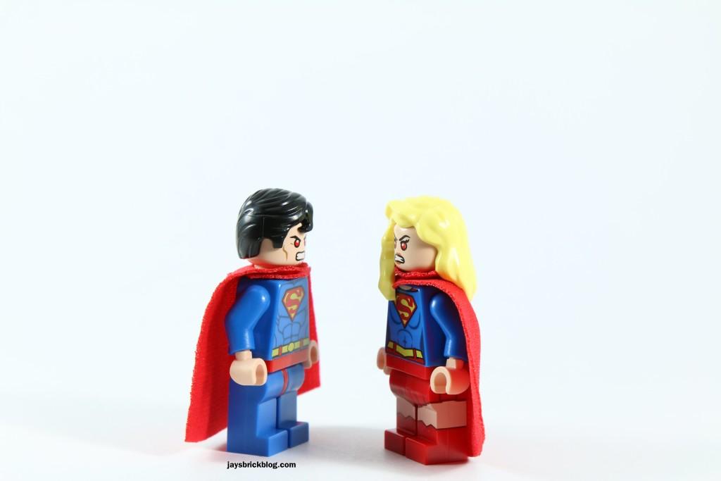 LEGO 76040 Brainiac Attack - Superman Supergirl Staring Contest