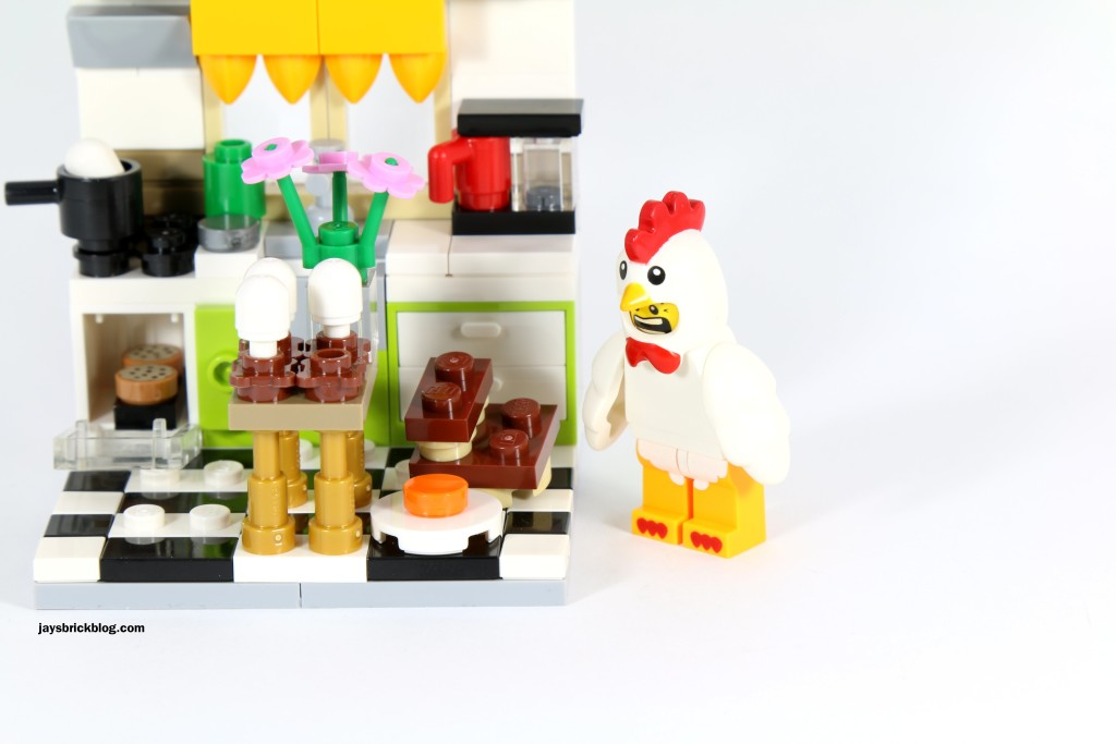 LEGO 40121 Painting Easter Eggs - Chicken Suit Guy Shock