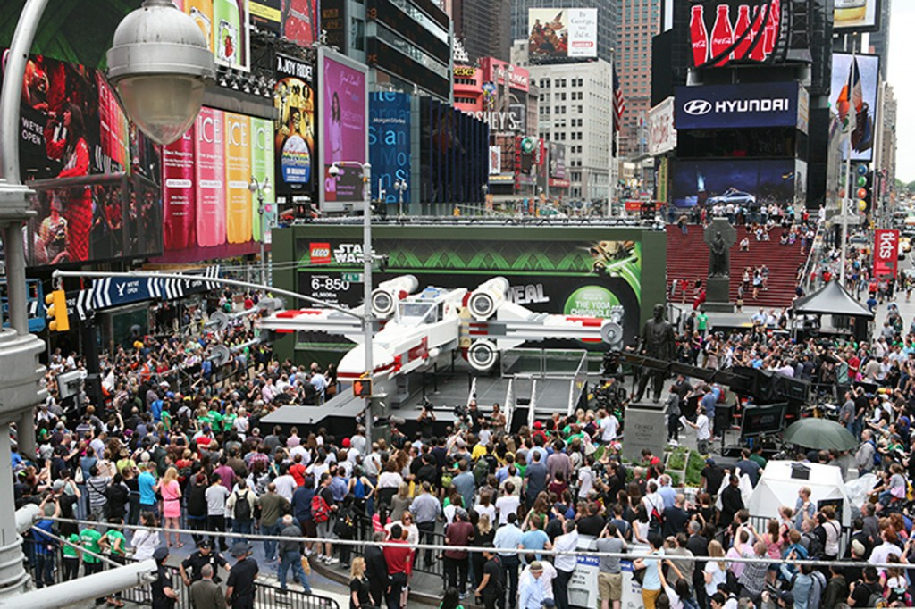 LEGO-X-Wing-Times-Square-1024x682
