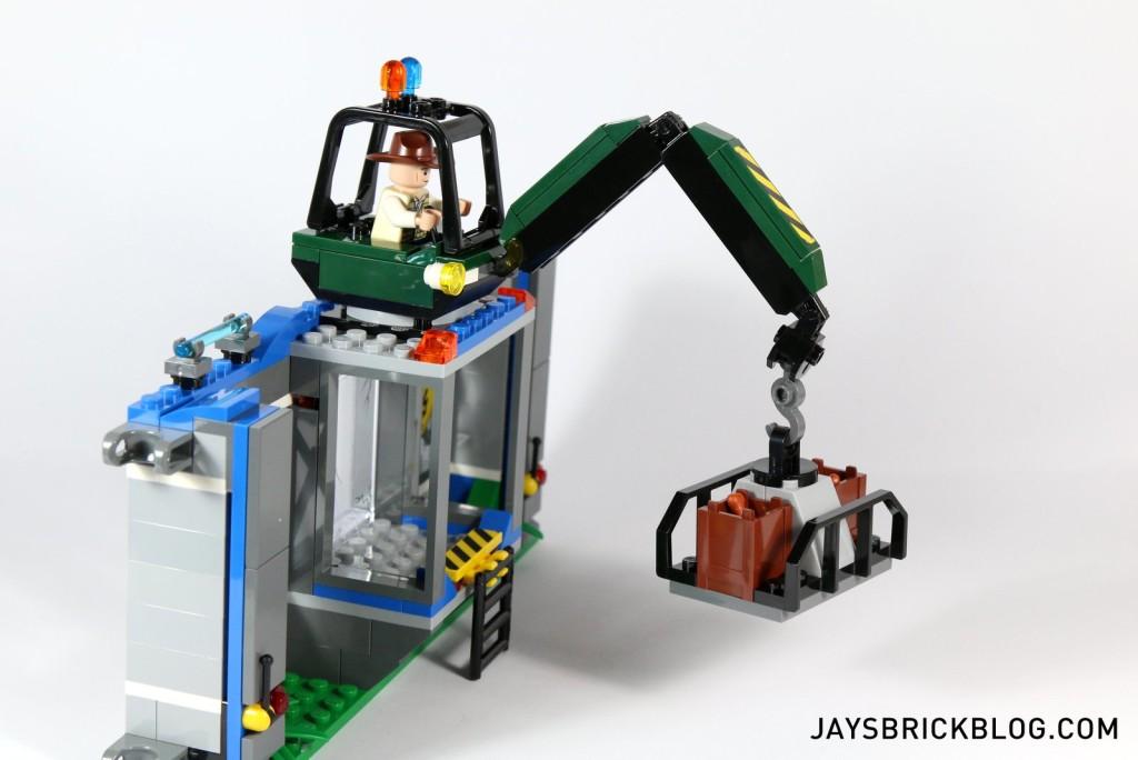 4 LEGO 75919 Indominus Rex Breakout - Crane (1)
