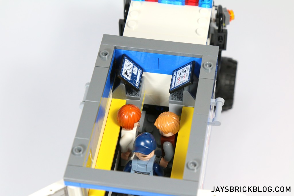 LEGO 75917 Raptor Rampage - Mobile Vet Unit Interior