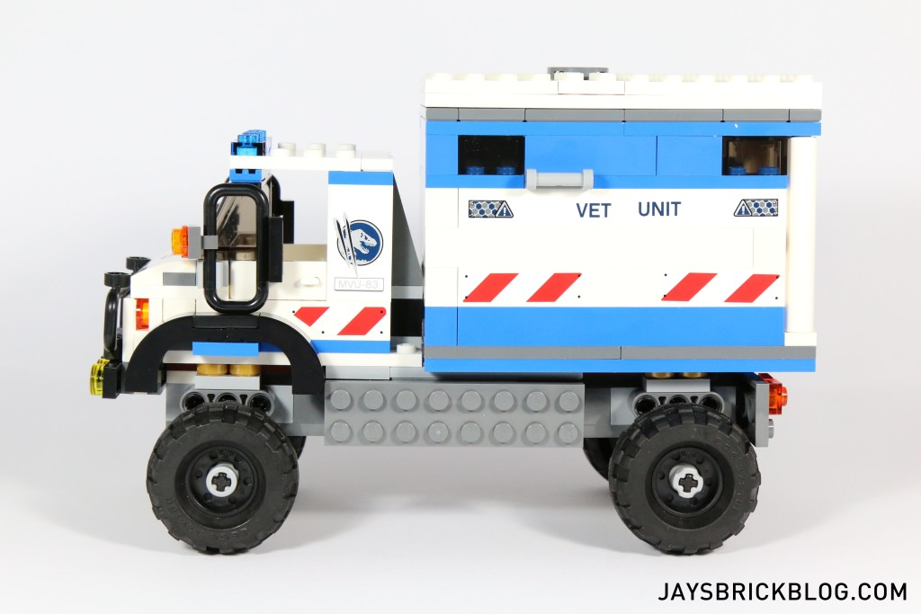 LEGO 75917 Raptor Rampage - Mobile Vet Unit Truck Side View