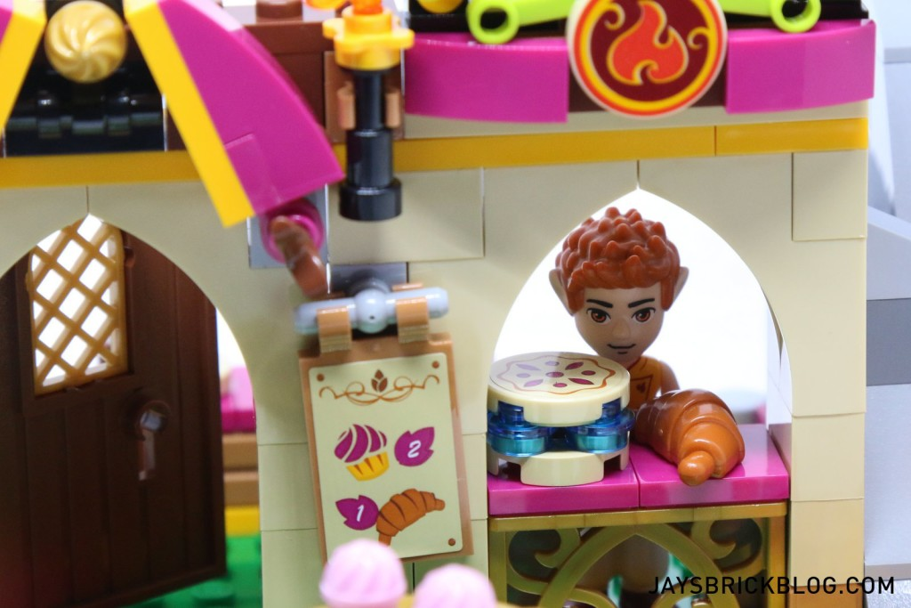 41074 Azari and the Magical Bakery - Bakery Window