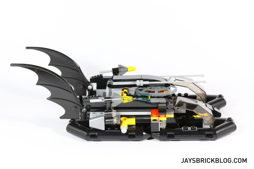 LEGO 76034 The Batboat Harbour Pursuit - Batboat Side View