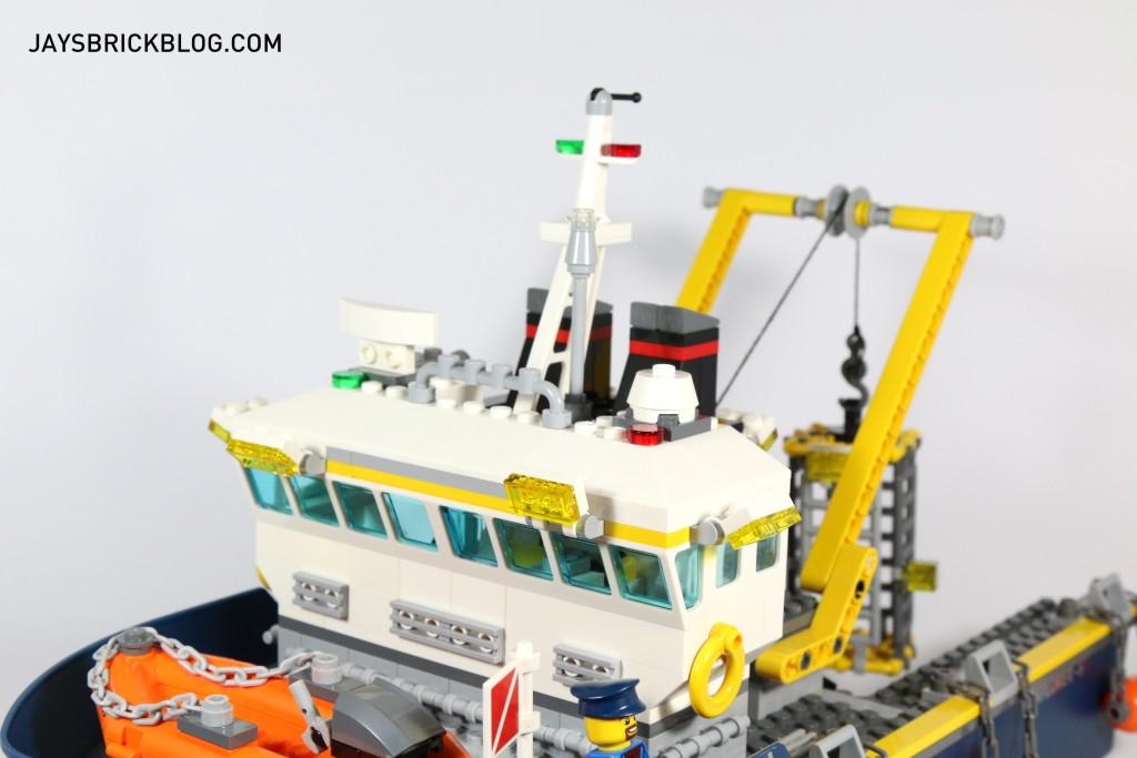 LEGO 60095 Deep Sea Exploration Vessel - Bridge Front