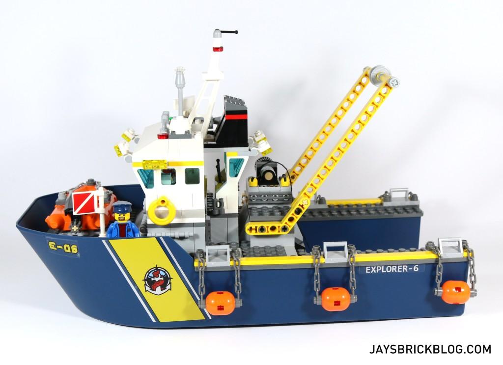 LEGO 60095 Deep Sea Exploration Vessel - Side View Ship