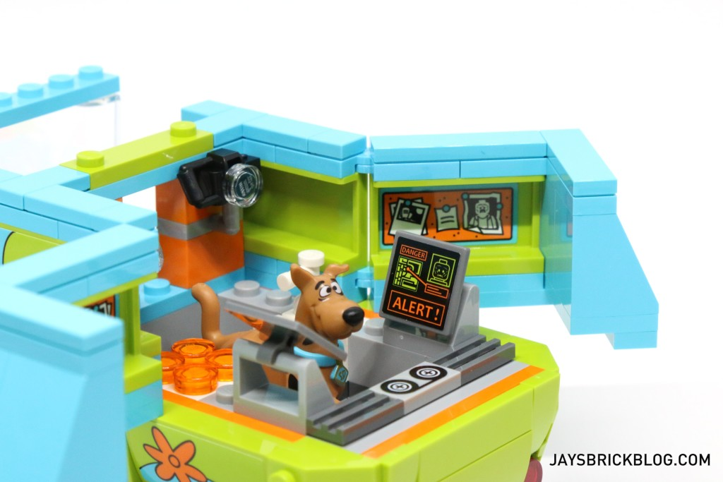 LEGO 75902 The Mystery Machine - Interior Right