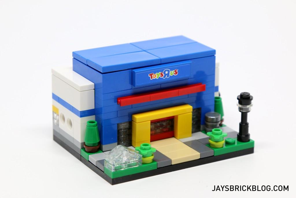 LEGO TRU Bricktober 2015 - Toys R Us Store Side View