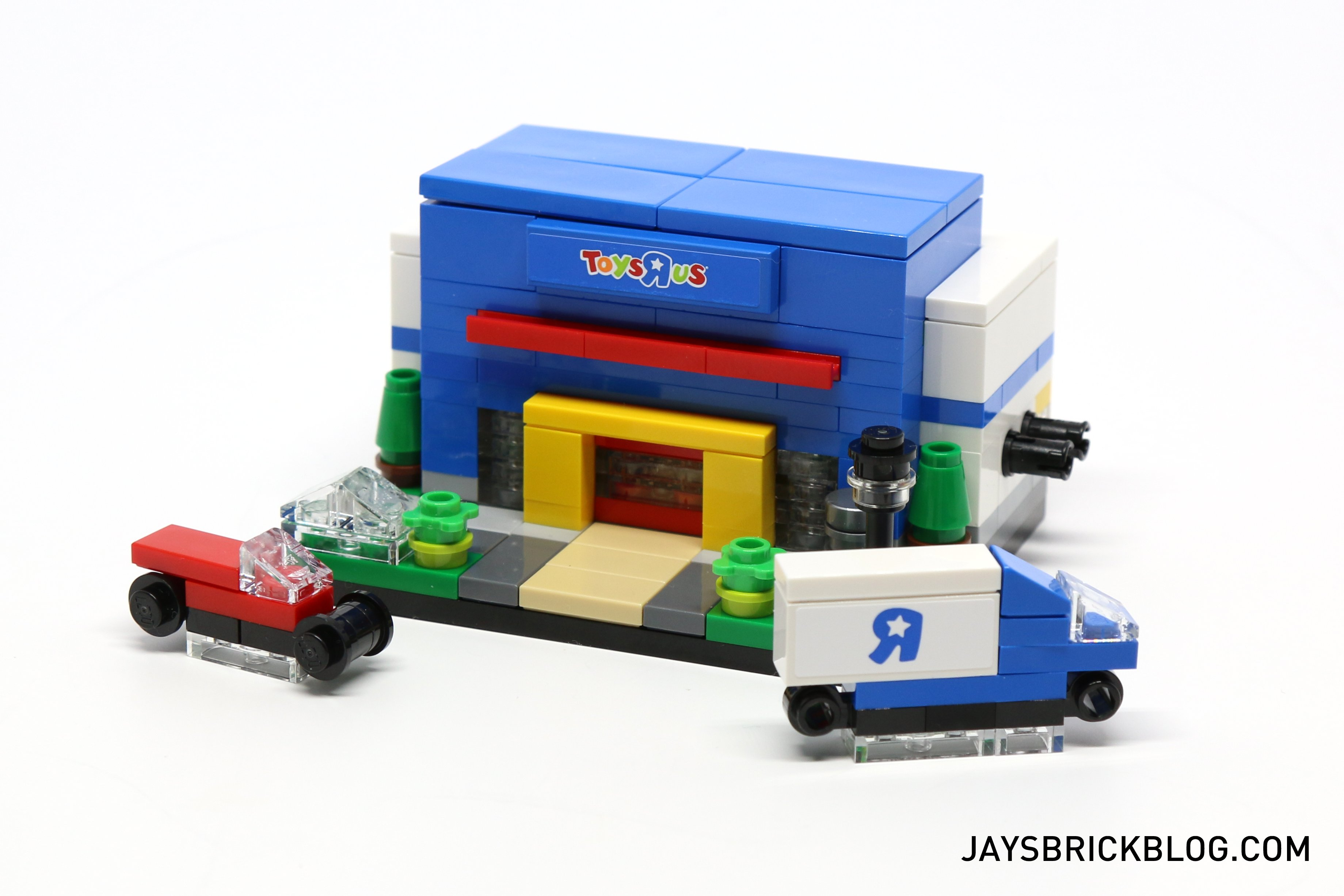 Lego Toys R Us : Review toys r us bricktober buildings